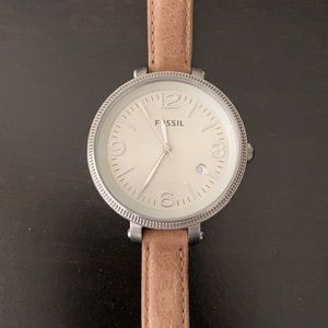 Women's Fossil wristwatch. Great condition.